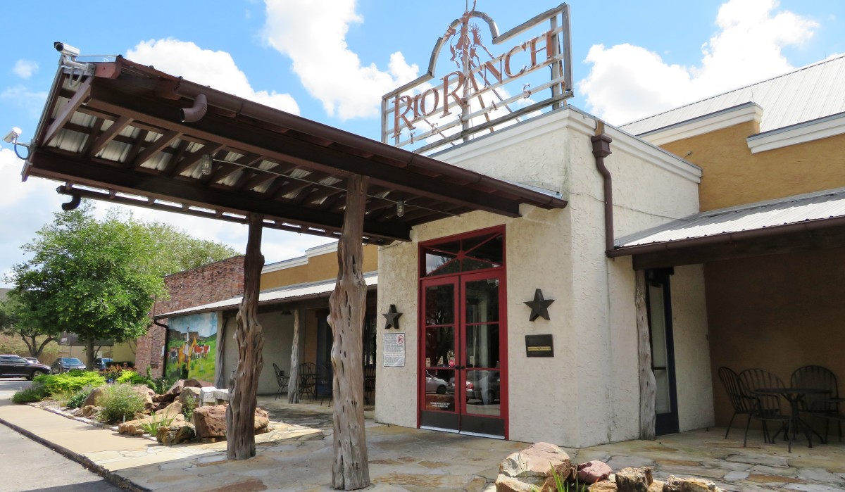 Rio Ranch Restaurant: Texas Hill Country Ambiance in Houston