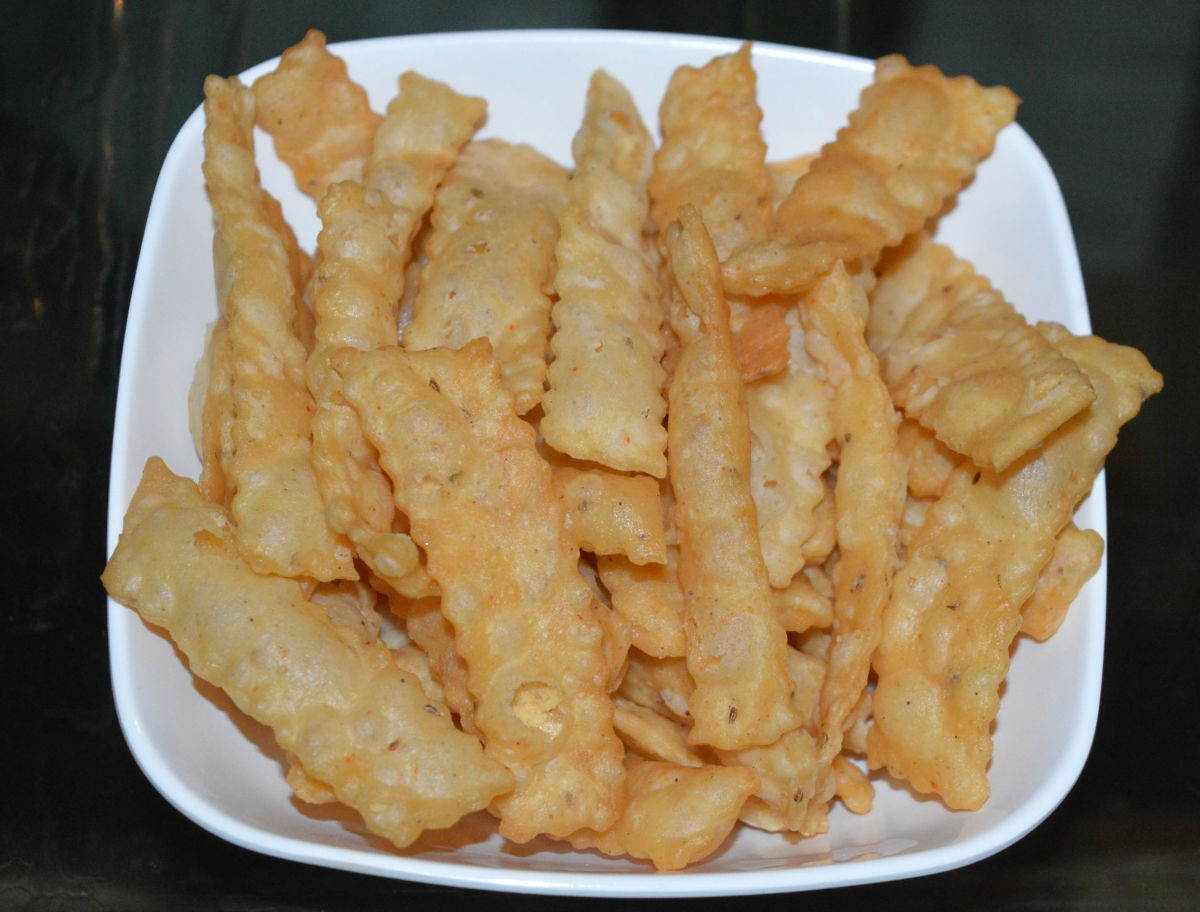 How to Make Delicious and Crunchy Homemade Cheese Crackers