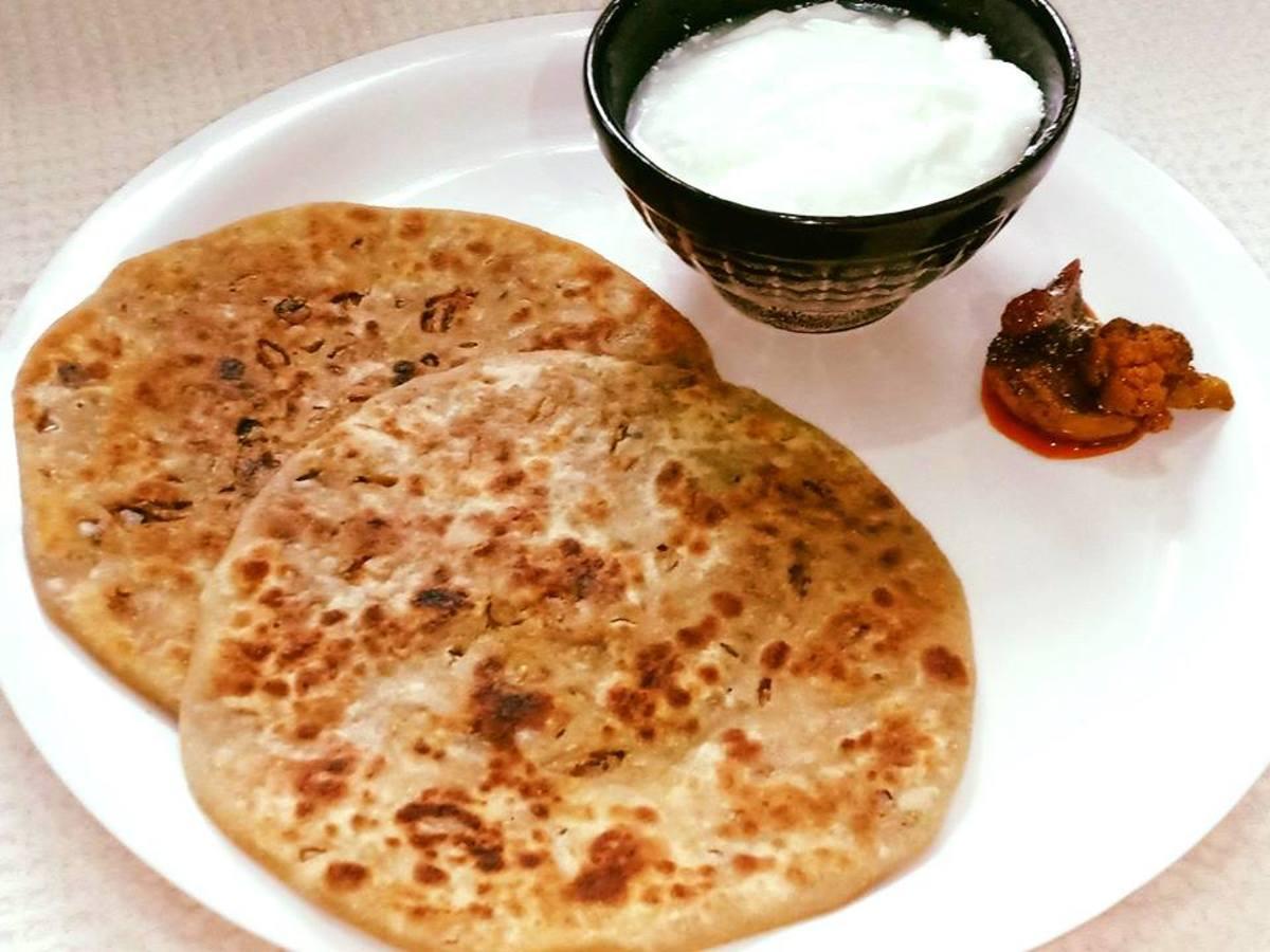 Punjabi pyaz ka paratha (onion paratha)