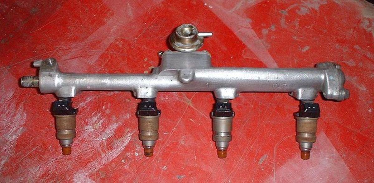 Fuel pressure regulator, injectors and fuel rail.