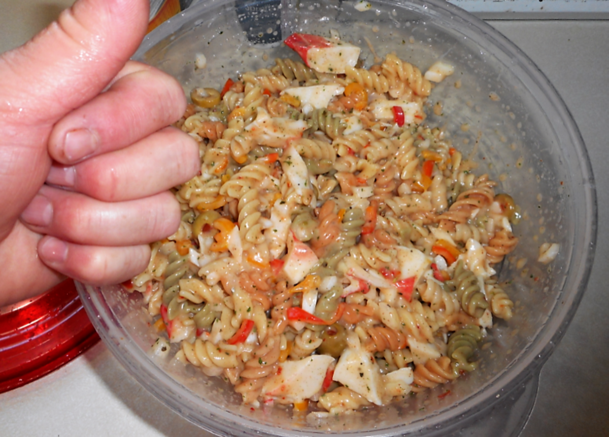The finished pasta salad.