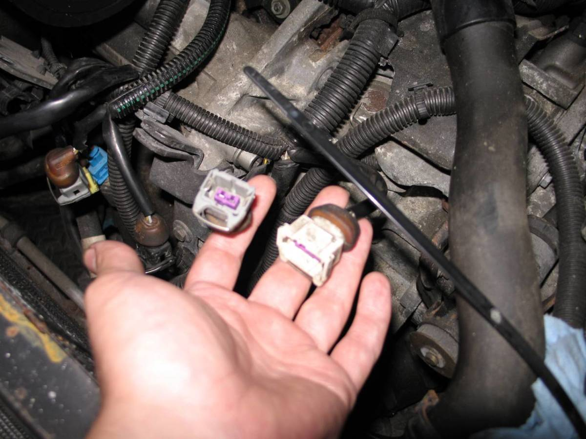 Throttle position sensor (right hand side device).