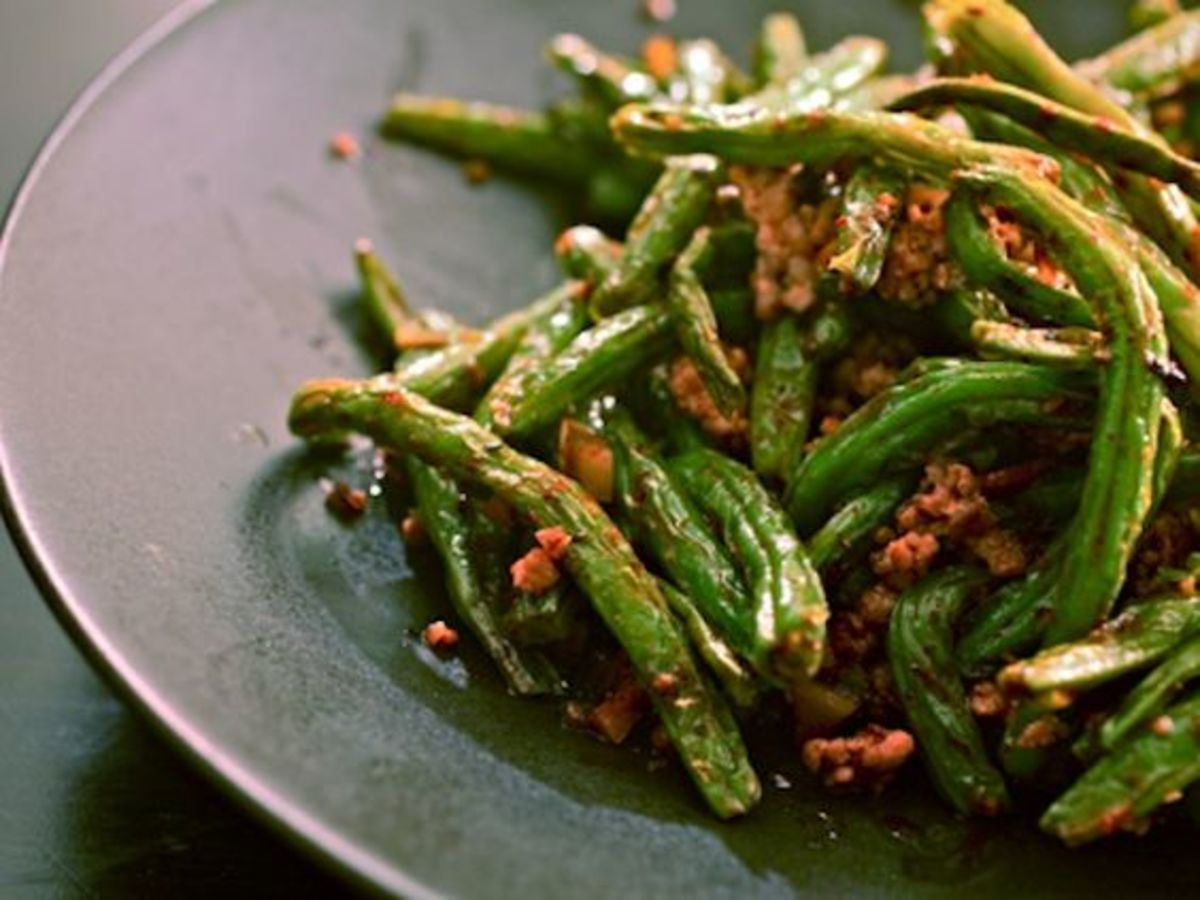 A plate of pan-fried green beans.