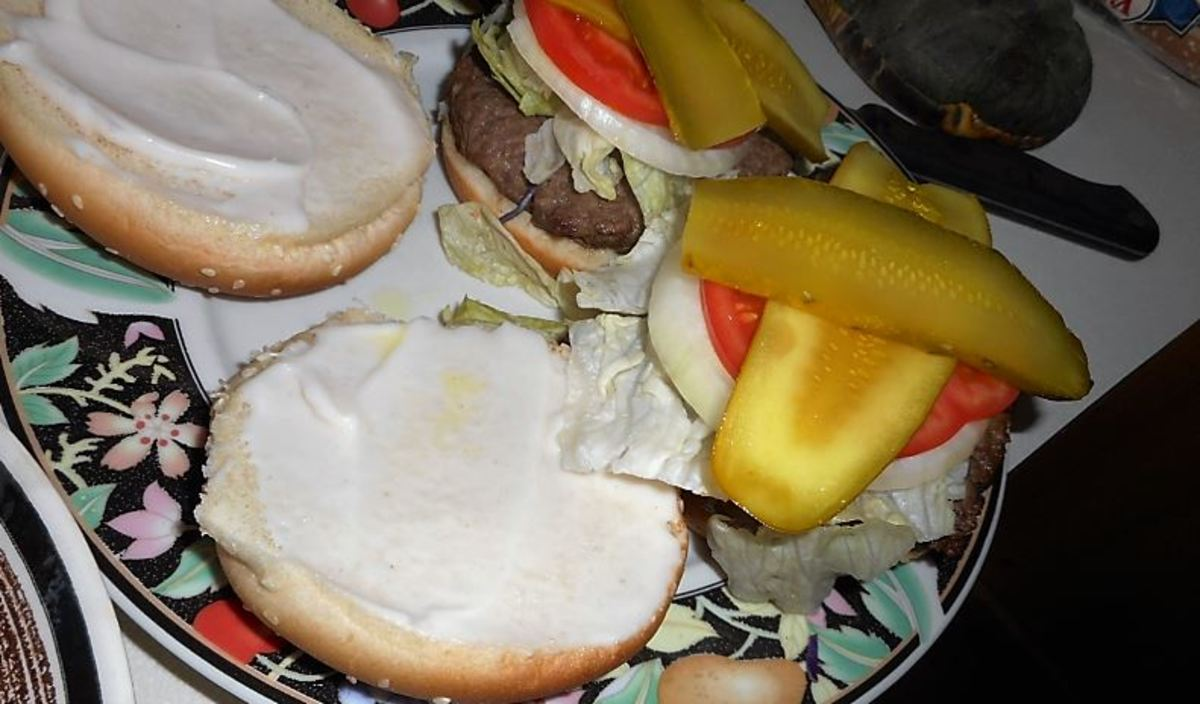 Minnesota Cooking: Broiling Hamburgers Made From Scratch