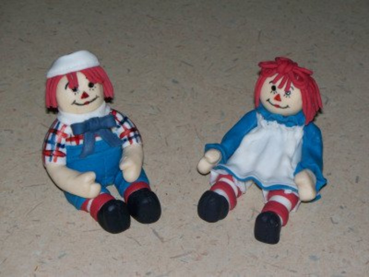 The detailing on the modeling chocolate Raggedy Ann and Andy is done with edible markers.