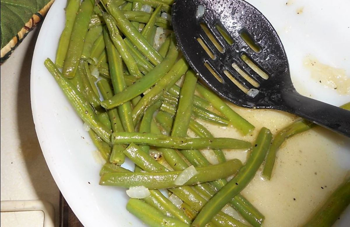 This article will show you how to make green beans in butter with onion bits.