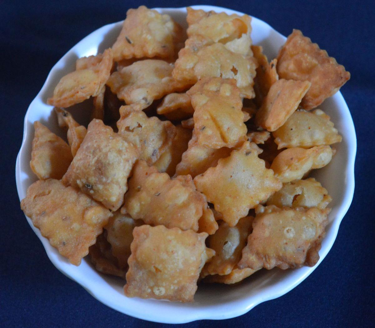 Snack Recipes: Sweet & Spicy Diamond Cuts (Shankarpali)