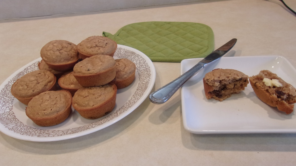 A tempting plate of applesauce-raisin muffins.