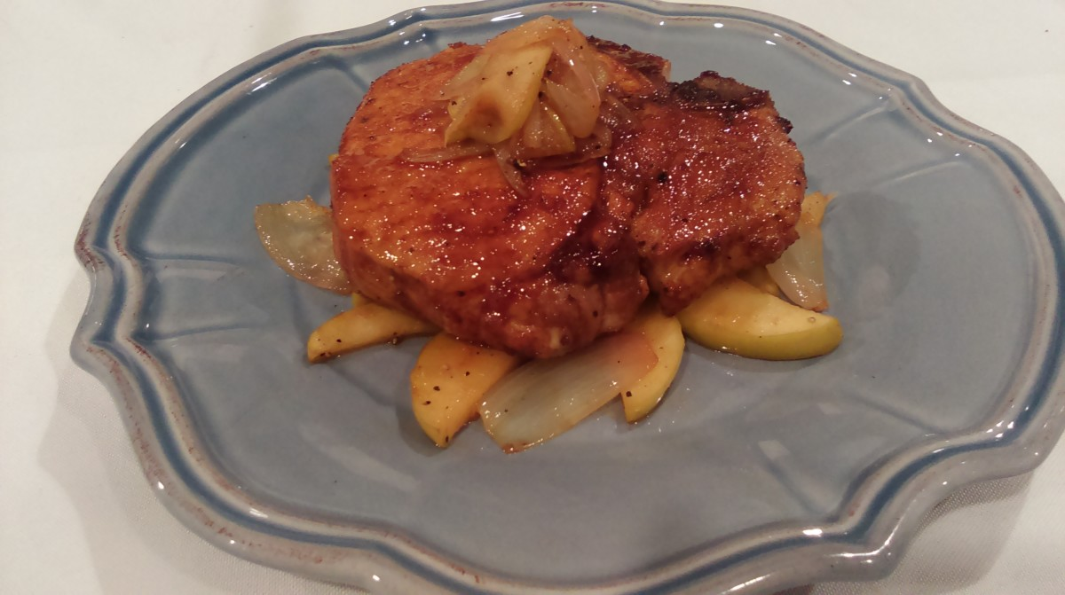 How to Make Sugar-Spice Pork Chops With Apples