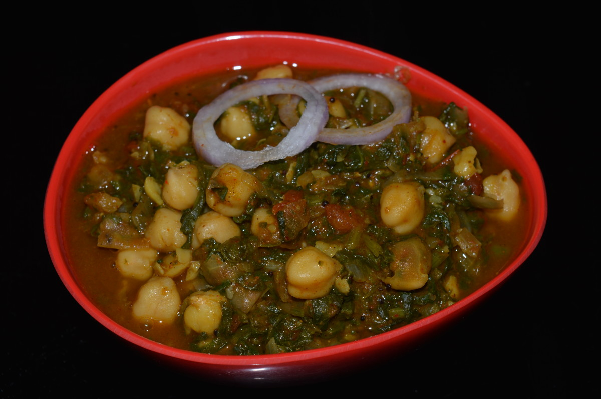 Spinach and chickpea curry (palak chole).
