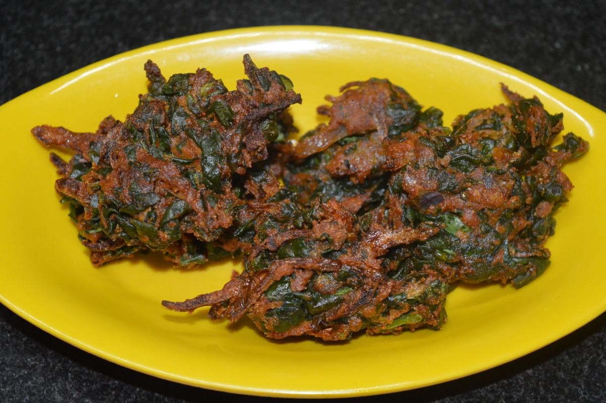 Spinach fritters (palak pakoras)
