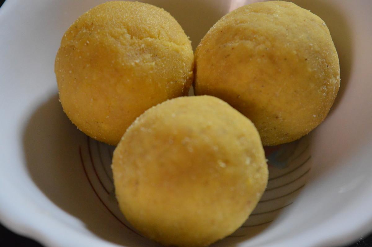 How to Make Gram Flour Sweet Balls or Besan Ladoo