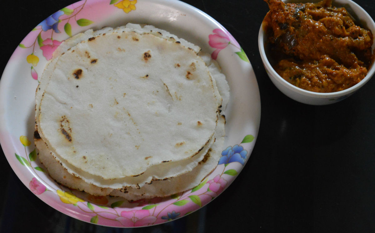 Akki rotti or Rice roti with spicy eggplant curry
