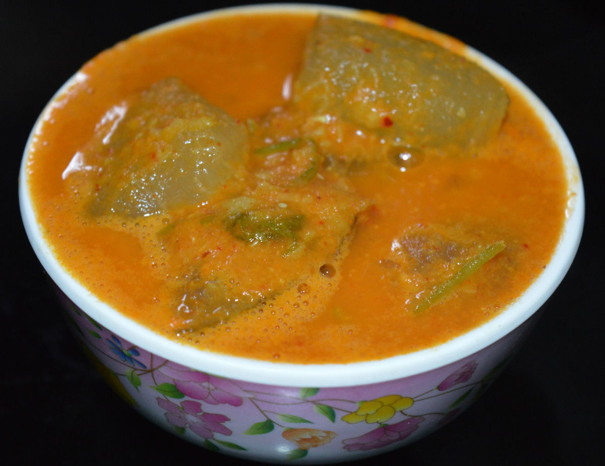 Madras Cucumber (Mogem) curry called 'sambar'