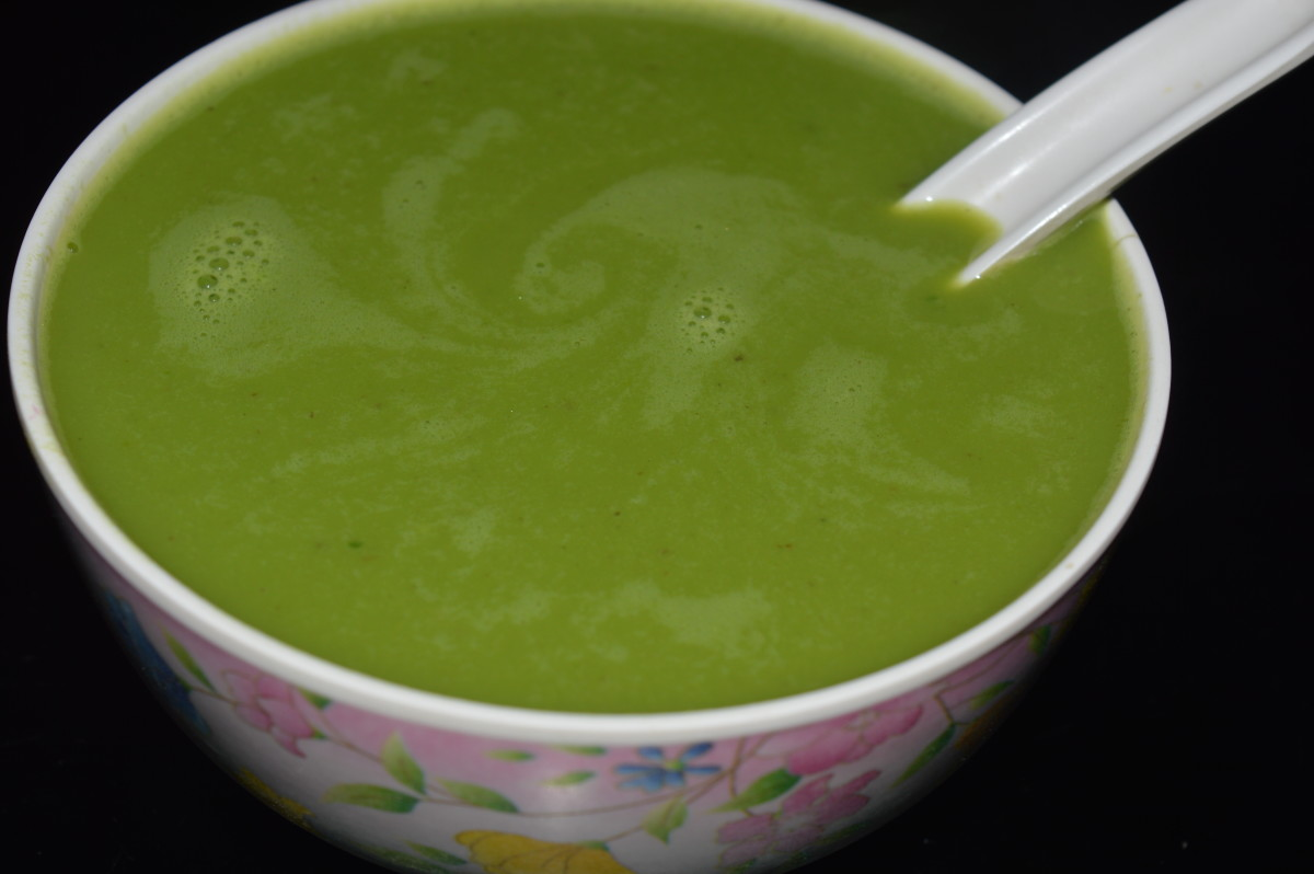 Making Spinach and Fresh Pea Soup