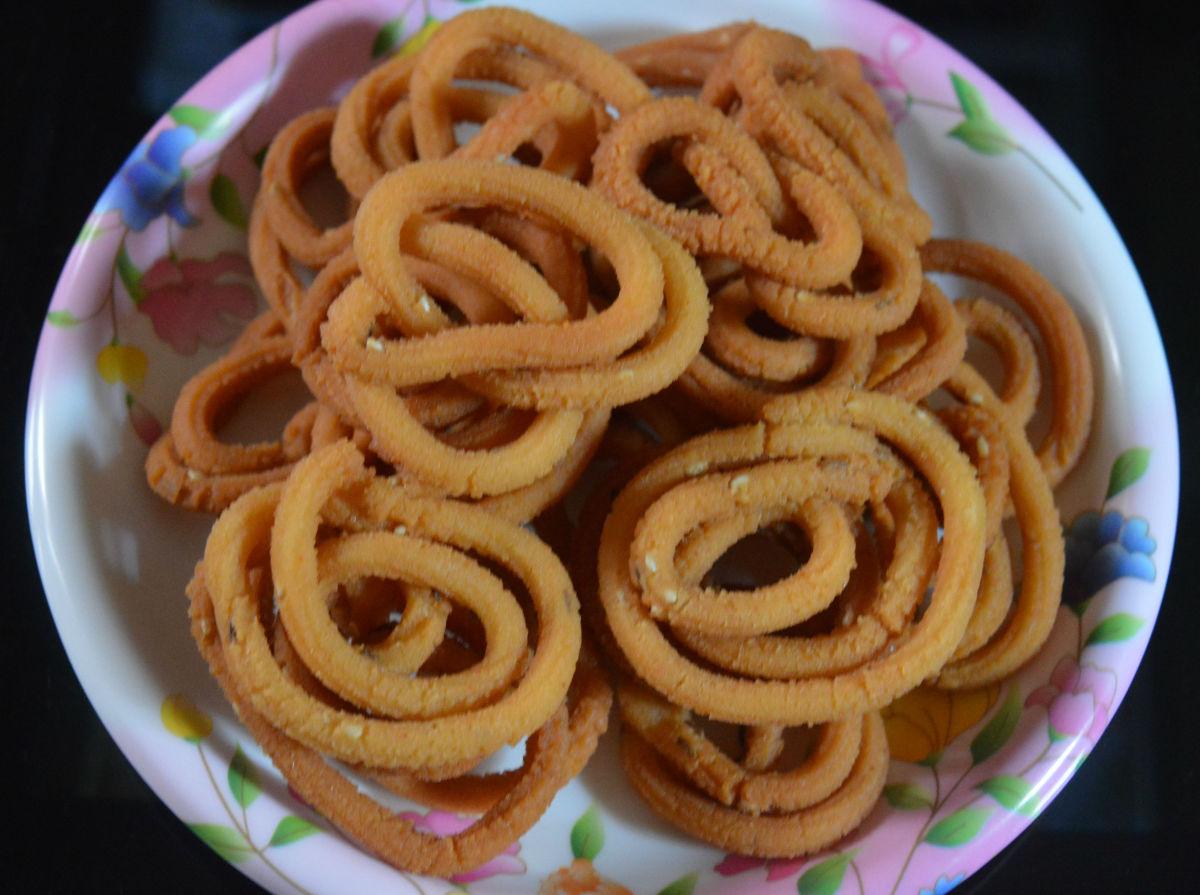 Making Theingolalu or White Lentil Snacks