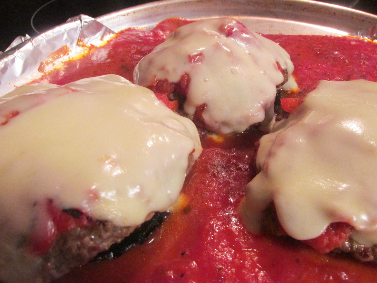 How to Make Low-Carb Cheeseburgers With Portobellos and Mozzarella Cheese