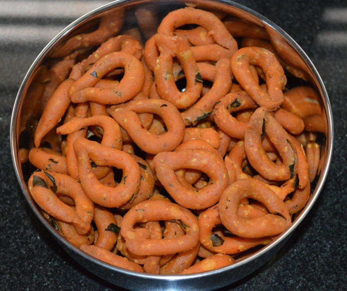 Homemade kodubale (spicy rings)