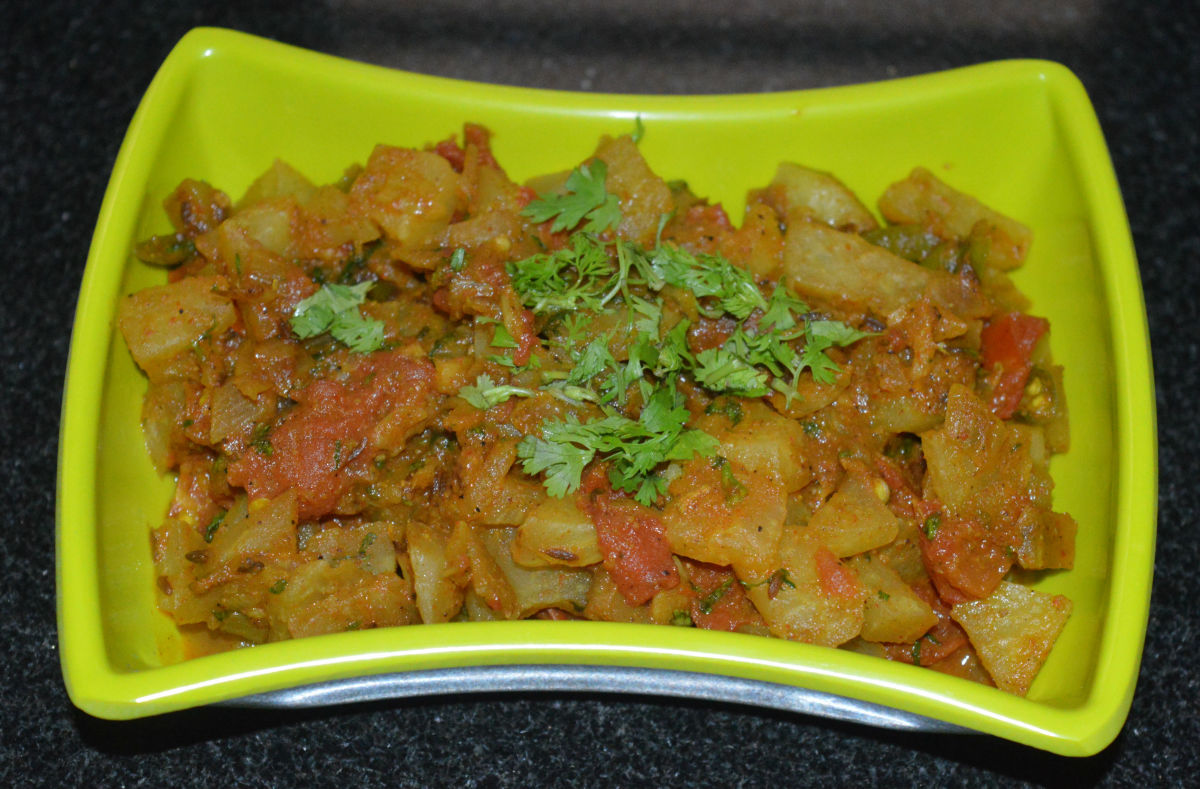 Vegan Knol-Khol Tomato Gravy Curry (Kohlrabi Side Dish)