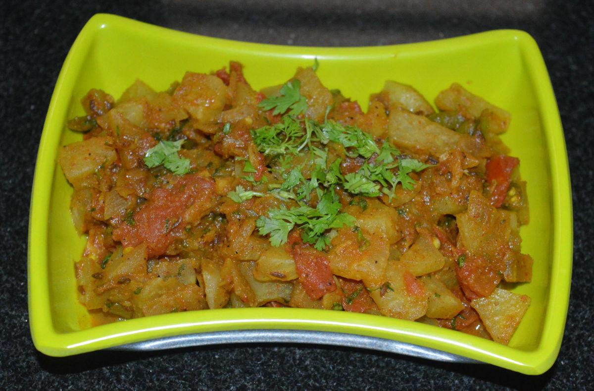 Vegan Knol-Khol Tomato Gravy Curry (Kohlrabi Side Dish)