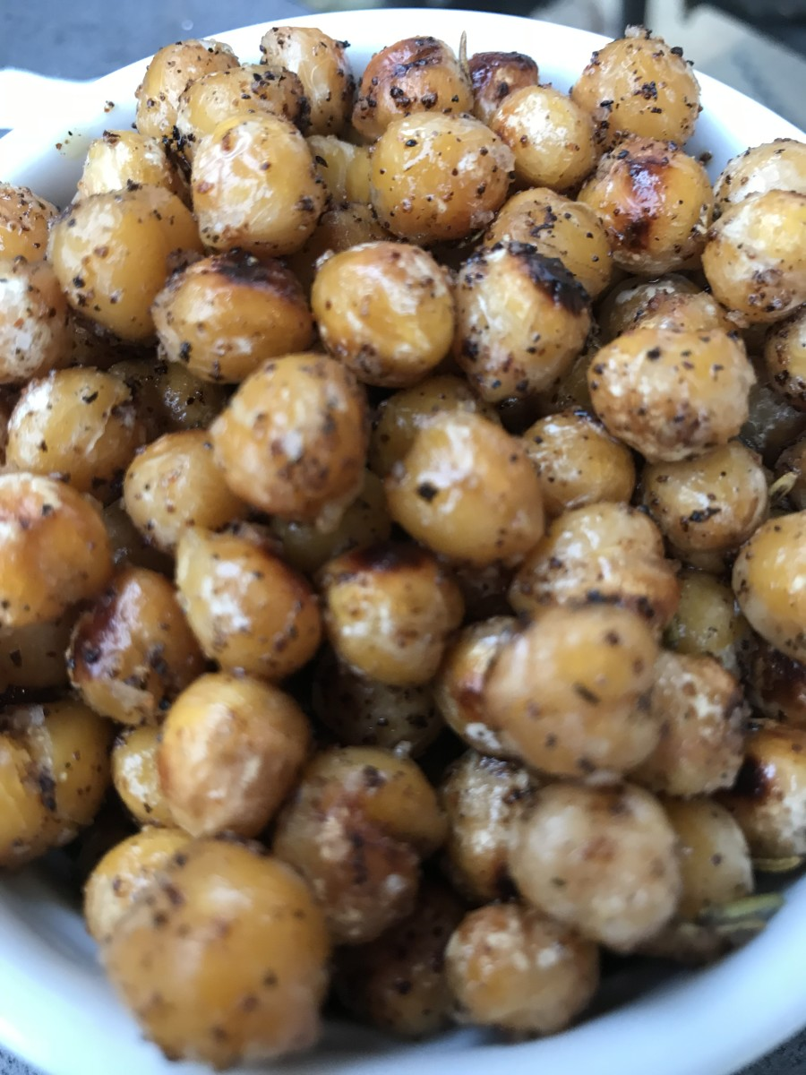 Crispy rosemary chickpeas? Such a great snack! Toasty, rosemary scented chickpeas are crispy, nutty, buttery and delicious. Eat them as they are, or throw them in a salad for a flavor and protein boost!