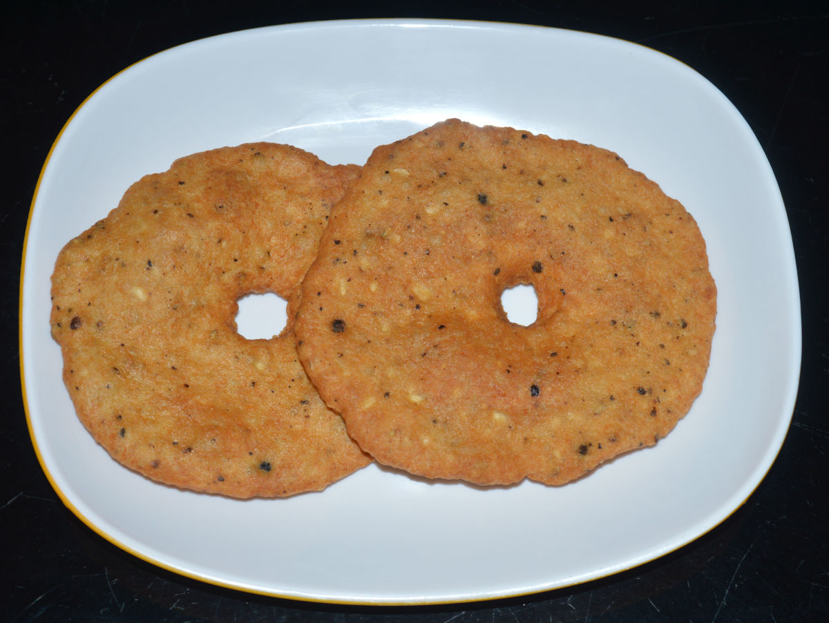 How to Make Lentil Fritters (Urad Vada) With Pepper