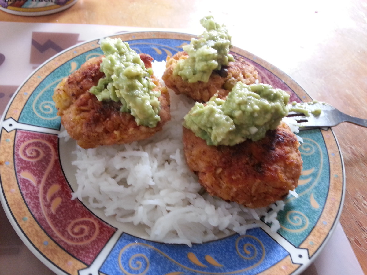 How to Make Irresistible Salmon Cakes With Avocado Dip