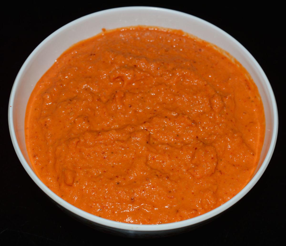 Split white lentil (urad dal) coconut chutney.