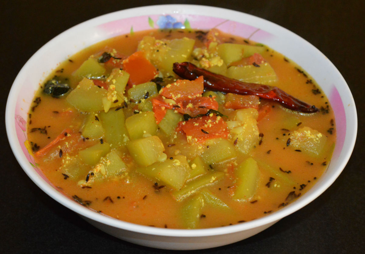 Bottle gourd curry made with yogurt.