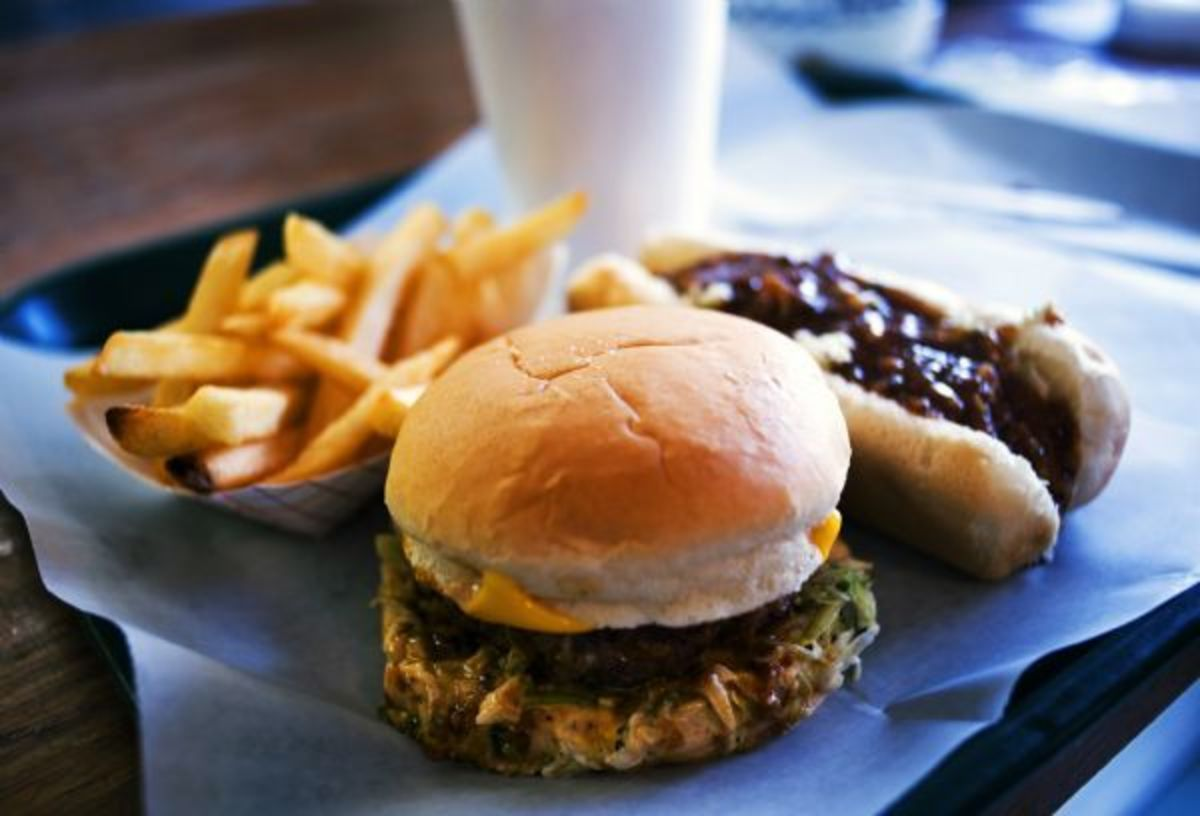 Hot Dogs vs. Hamburgers: Which is More American?