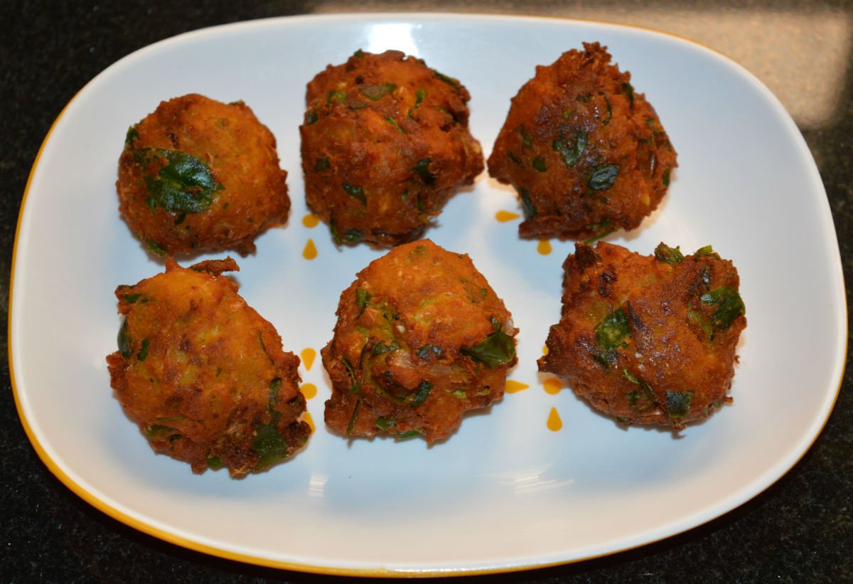 Sweet Corn Recipes: How to Make Corn Fenugreek Leaf Fritters (Corn Methi Pakora)