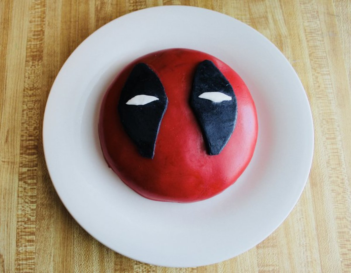 "The perfect cake for ""Deadpool"" fans"