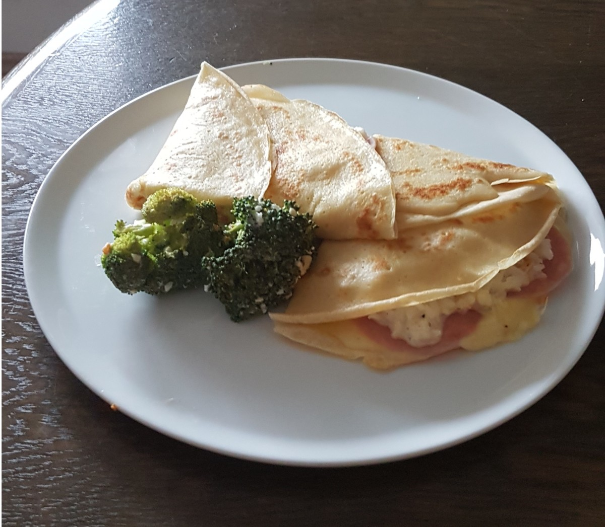 Delicious crepes filled with rice, cheese, ham and pepperoni.