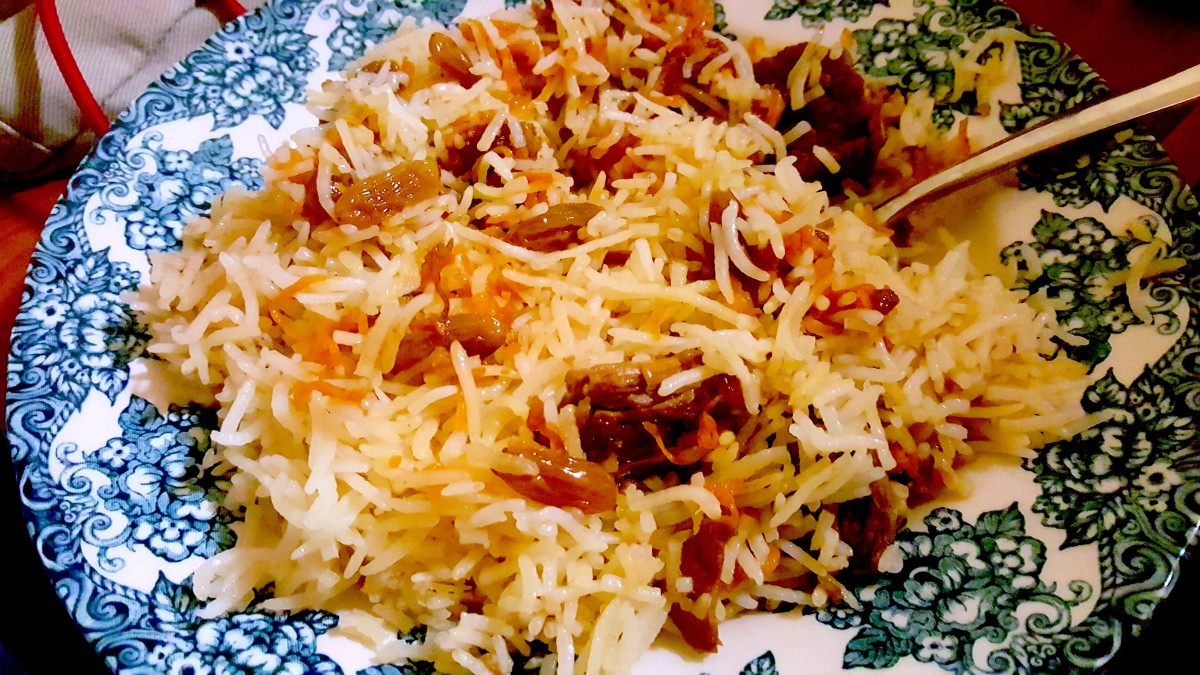 A serving of kabuli pulao made using this recipe.