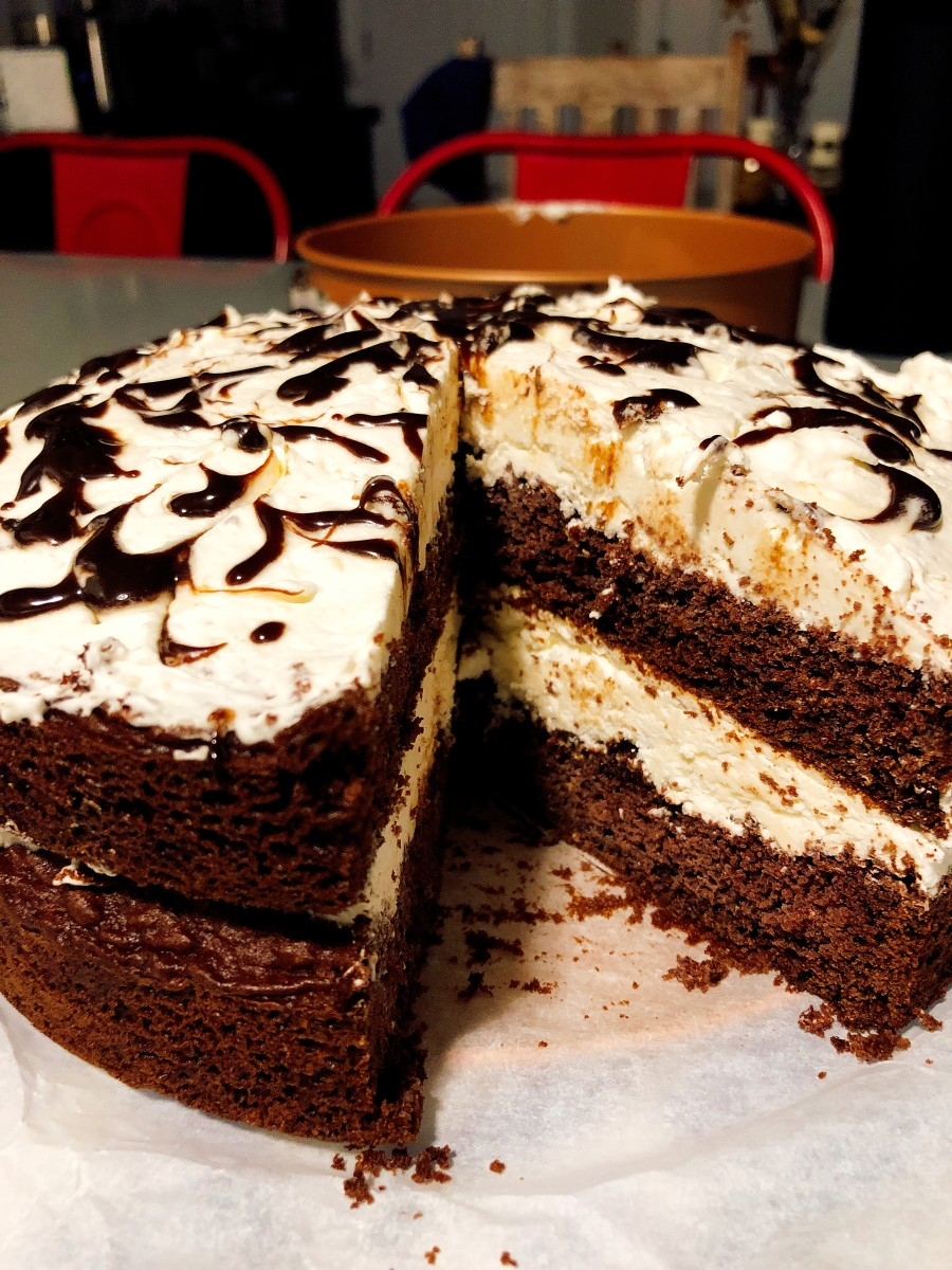 Frozen Chocolate Cake With Creamy Vanilla Filling Recipe