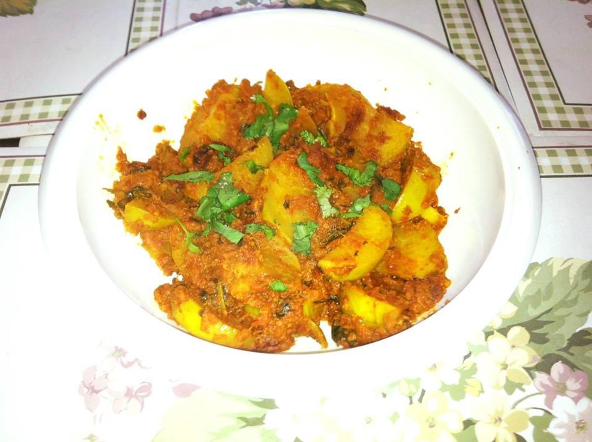 Ganth gobhi sabzi is a dry kohlrabi dish.