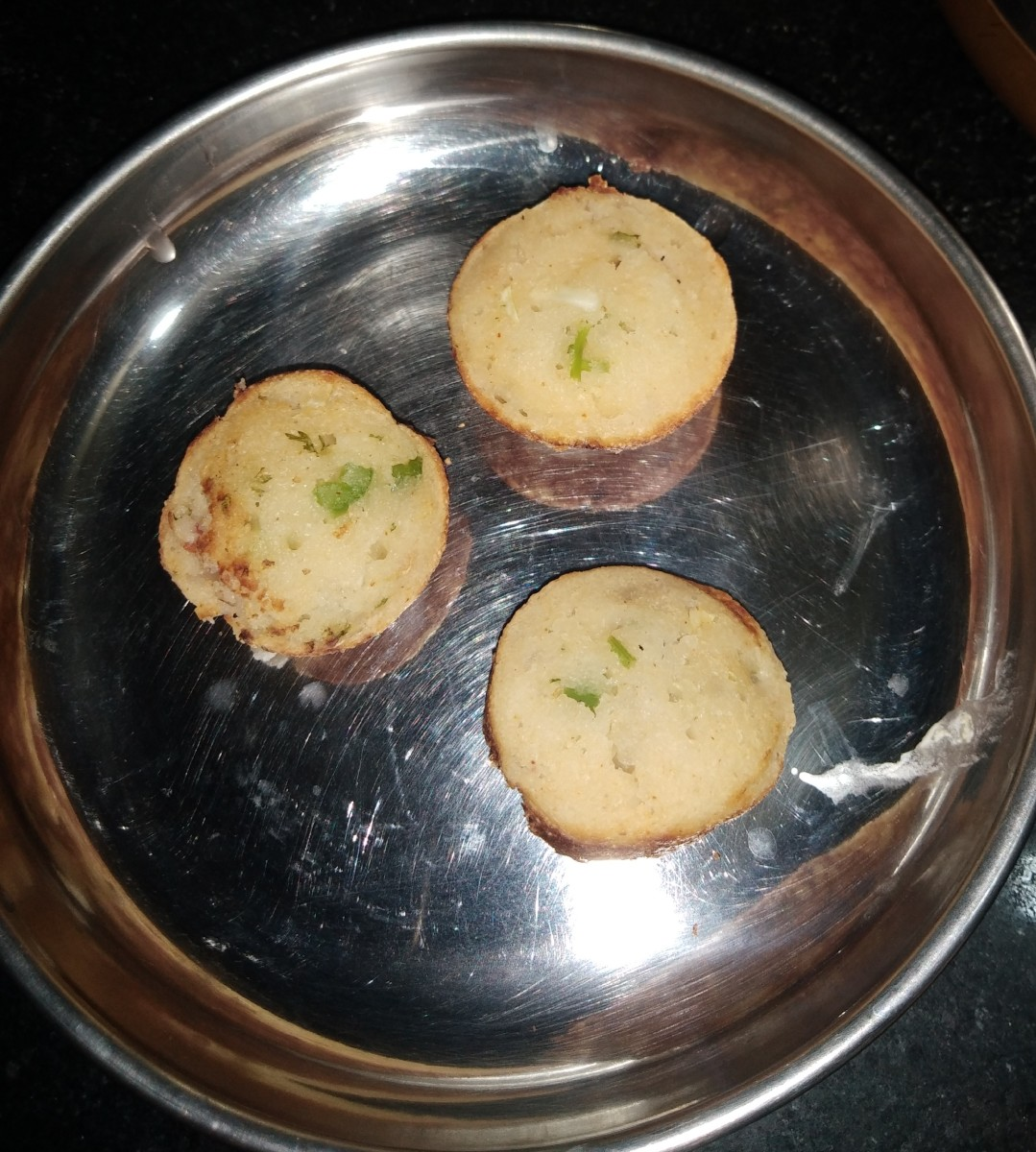 The finished rava vegetable paddu.