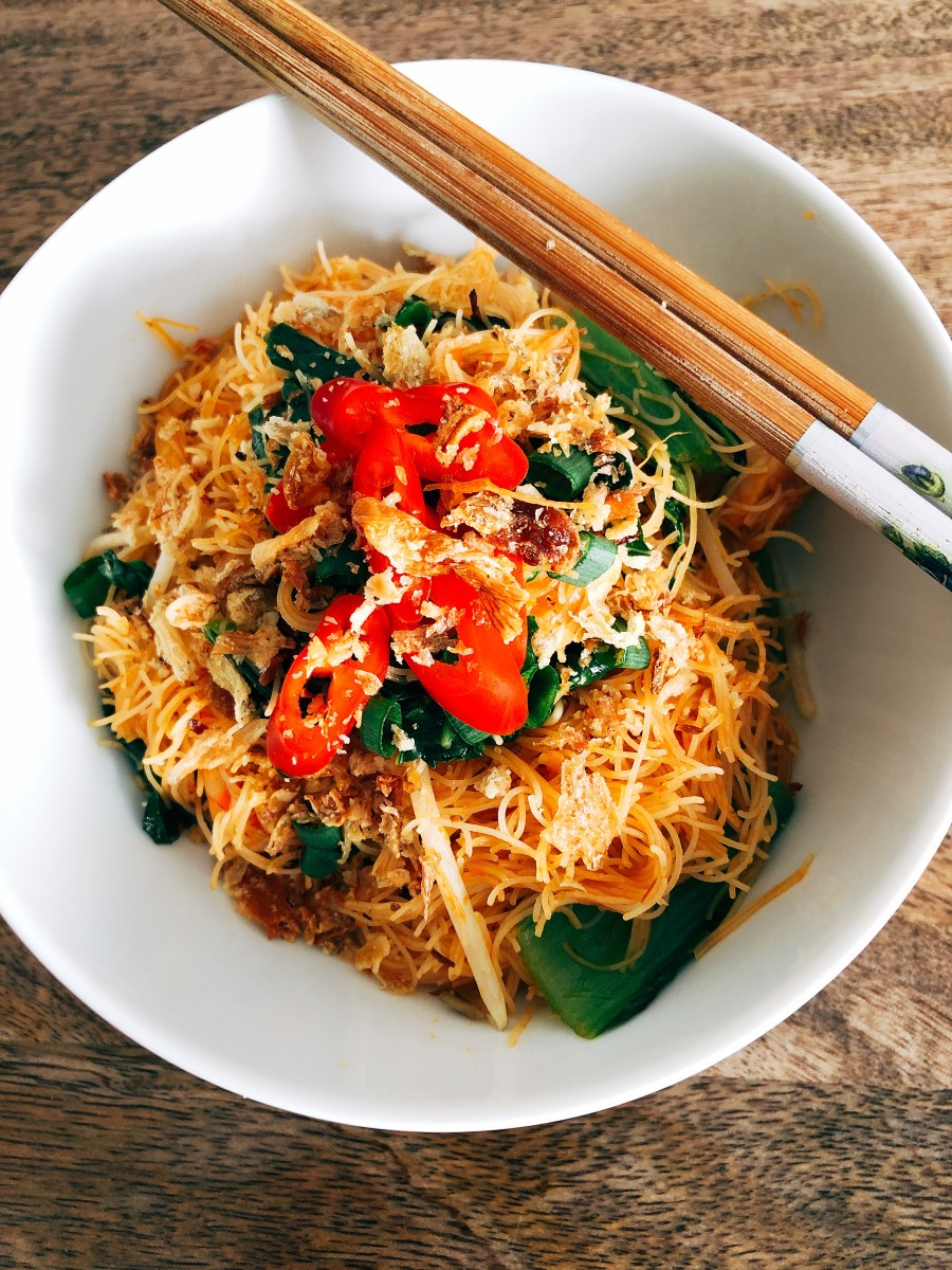 How to Make Malaysian Fried Rice Vermicelli Noodles (Bihun Goreng)