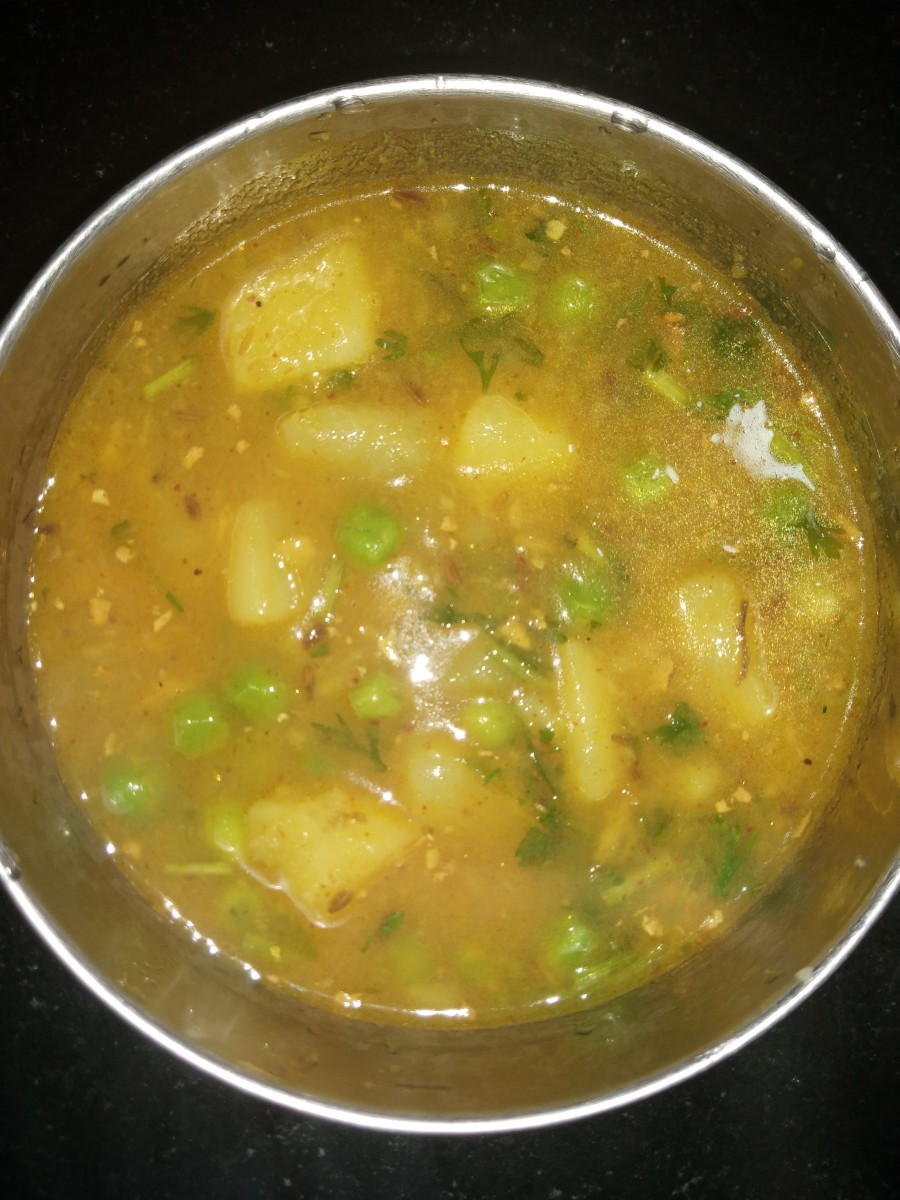 simple-potato-peas-gravy-recipe