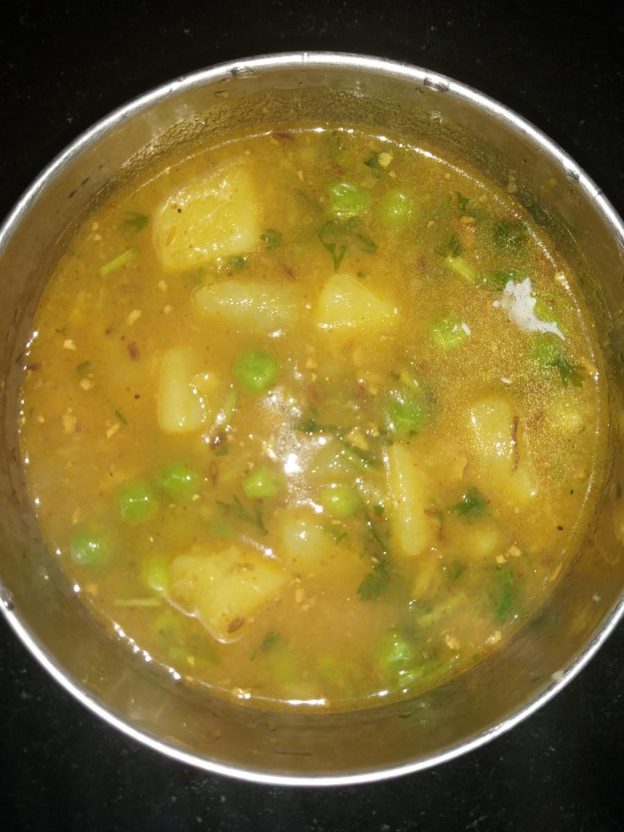 Simple Potato and Peas Curry (Aloo Matar) Recipe
