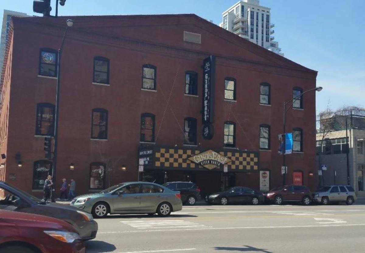 Best Chicago Deep-Dish Pizza: Gino's East vs. Lou Malnati's