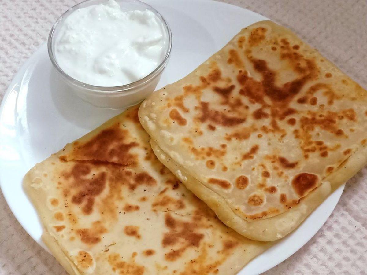 Milk paratha served with malai (fresh milk cream)