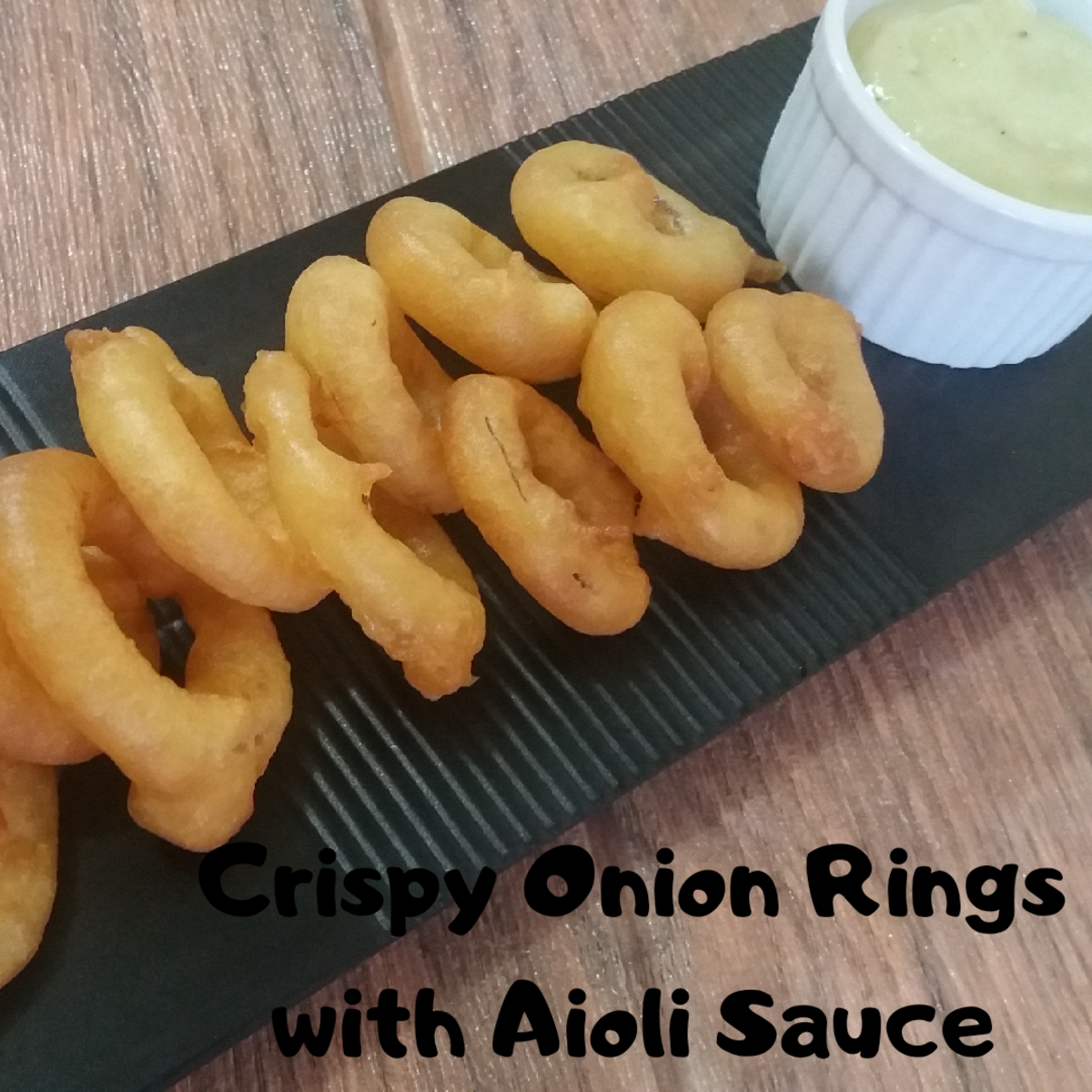 Crispy onion rings with aioli sauce
