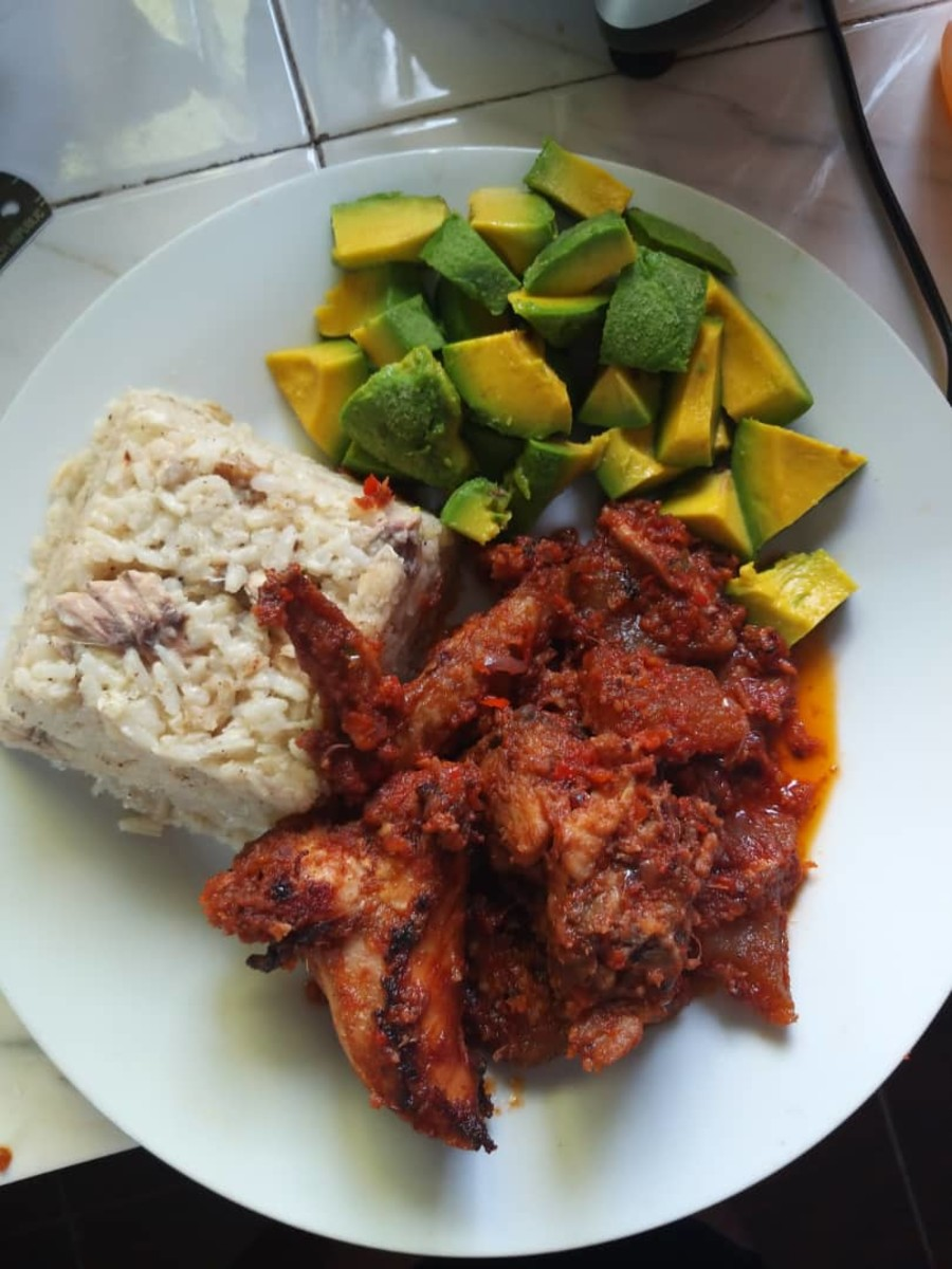 How to Prepare Nigerian Coconut Rice and Peppered Chicken Sauce