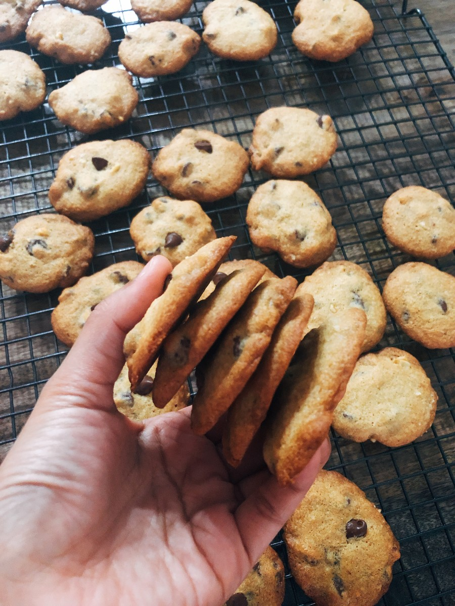 These crispy and yummy chocolate chips cookies are perfect with a glass of milk!