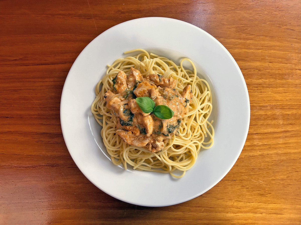 How to Up Your Pasta Game With Chicken and Spinach Spaghetti