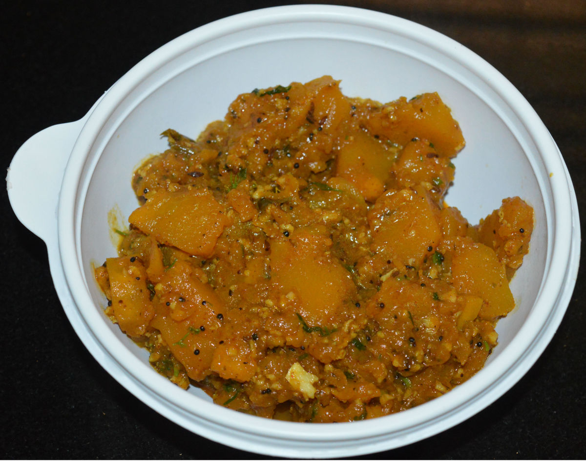 How to Make Yellow Pumpkin Sabzi (Curry)
