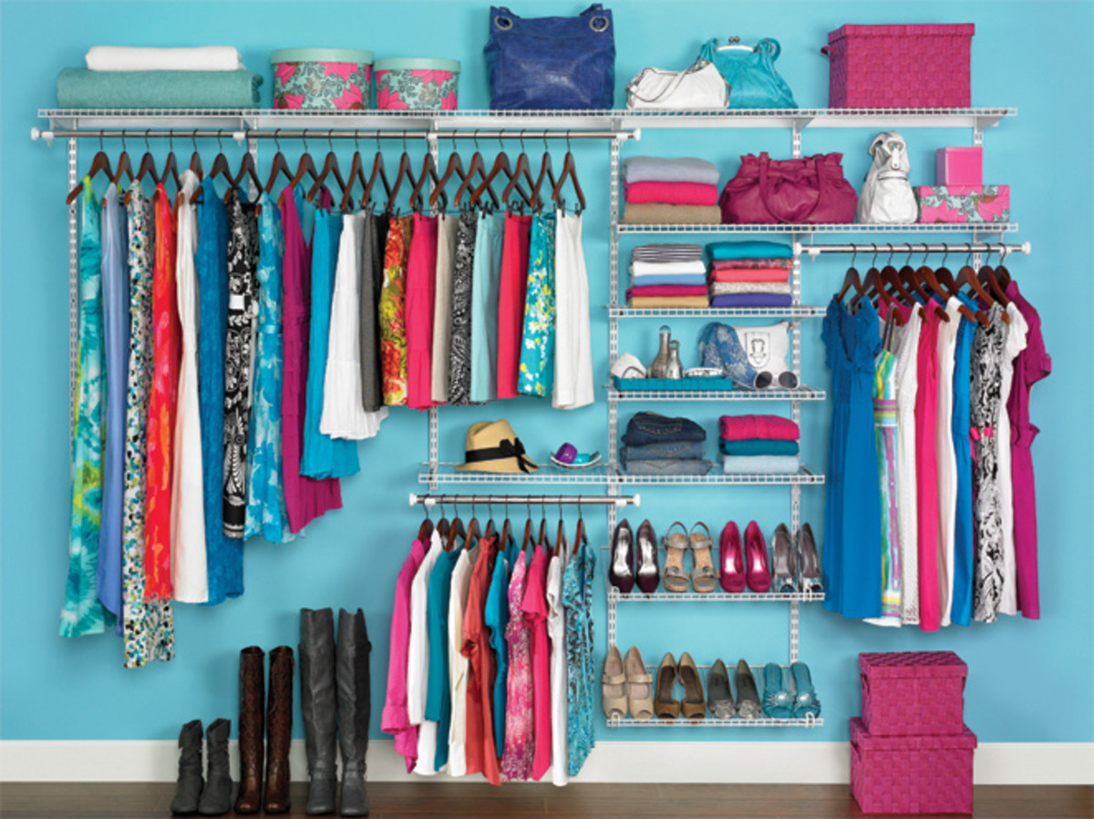 Your closet could look like this!  Rubbermaid Homefree Series Closet Kit 3P40