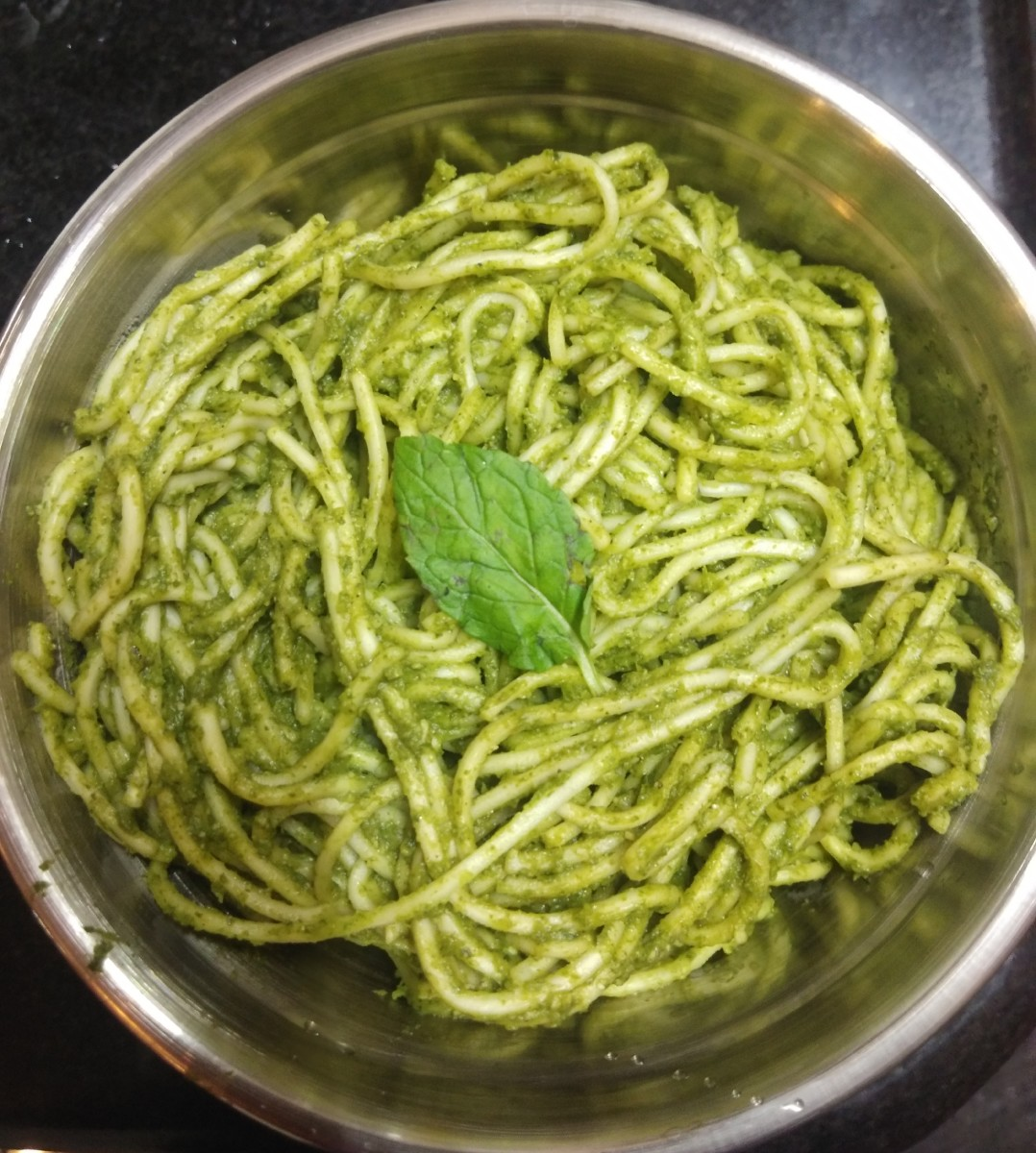 Green noodles, or noodles with mint paste.