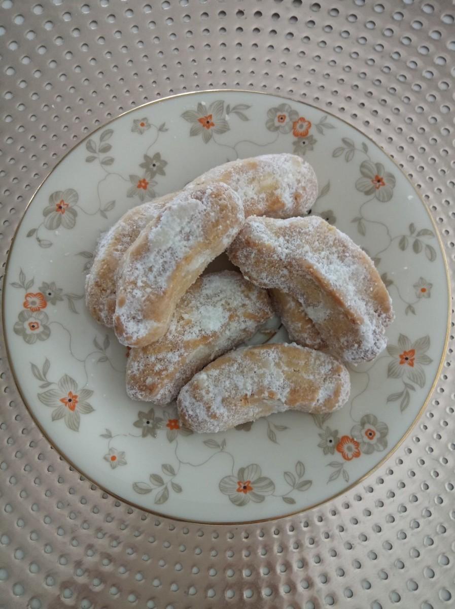 Kourabiedes (Greek almond crescent shortbread biscuits)